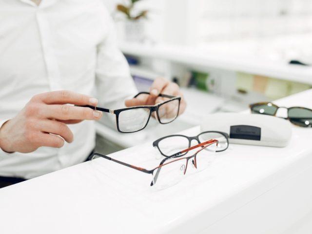 Guia dos óculos perfeitos - D'Olhos Hospital Dia
