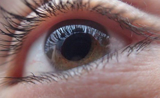 Verão: dicas para quem usa lentes de contato - D'Olhos Hospital Dia