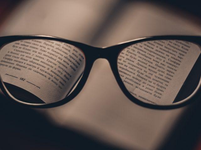 Presbiopia, a doença de quem já chegou aos 40 anos - D'Olhos Hospital Dia